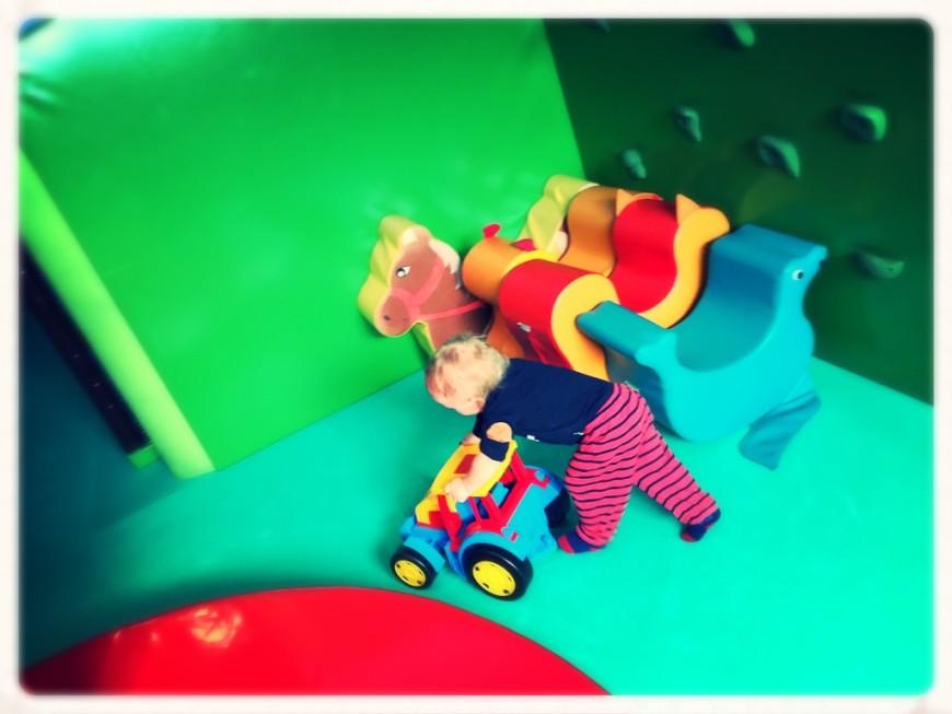 beatasadowska.com+baby+travel+hotel bania+traktor